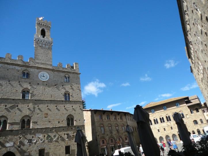 Palazzo dei Priori e a torre do relógio