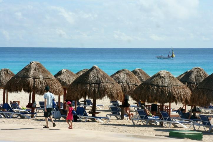 Trecho de praia em frente a um dos hotéis