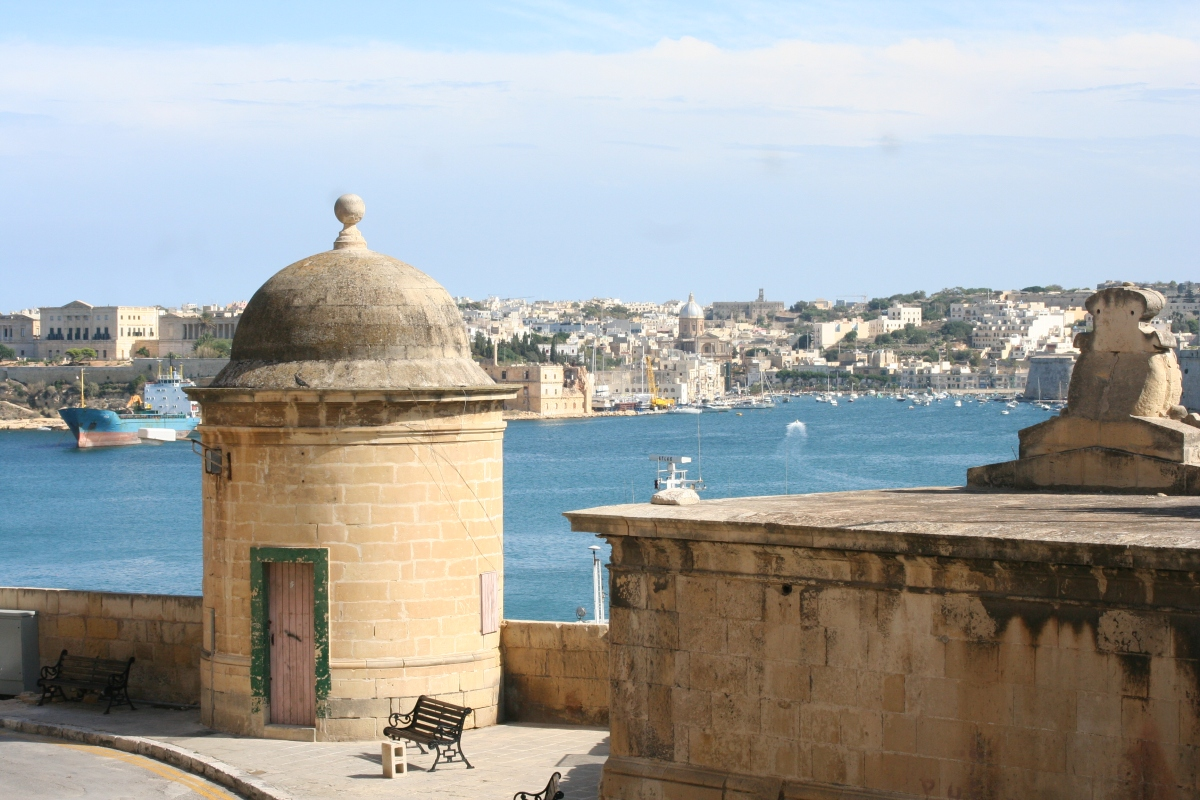 Baladas no mar salgado da ilha de Malta