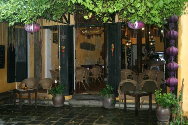 Um dos muitos cafés da encantadora Hoi An