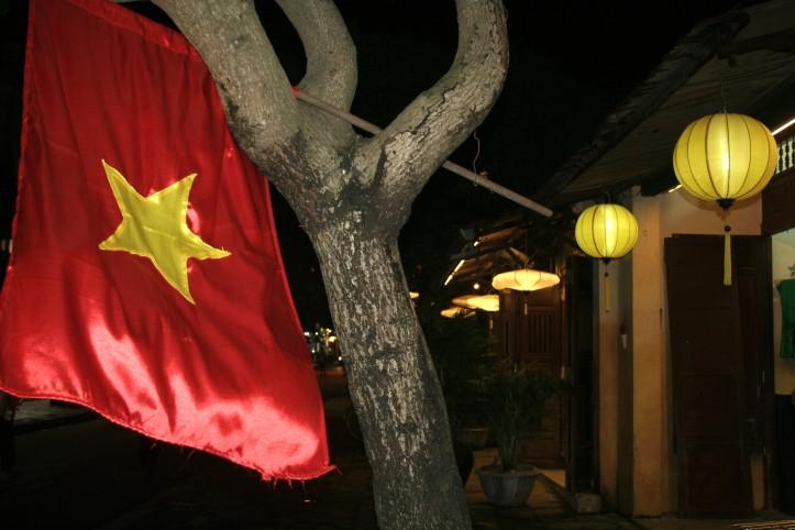 Bandeira do Vietnã no Centro de Hoi An