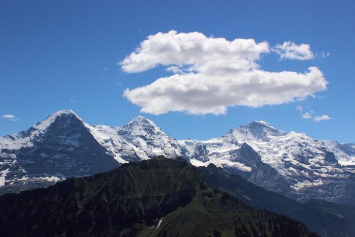 Eiger, Mönch e Jungfrau: o paredão alpino visto do Schnygee Platte