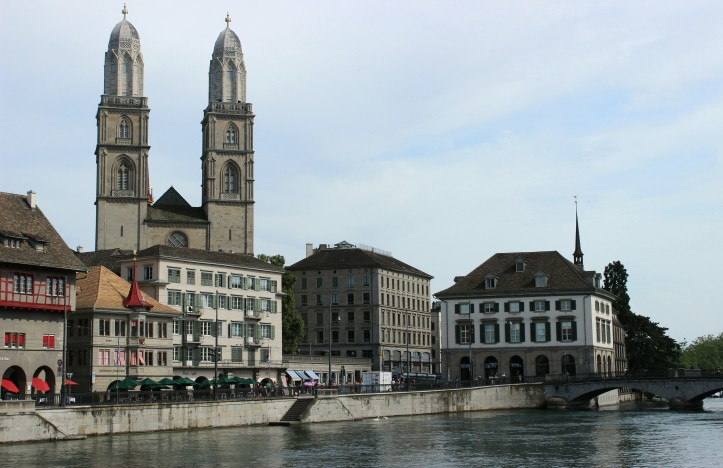 As torres da Grossmünster e o Rio Limmat